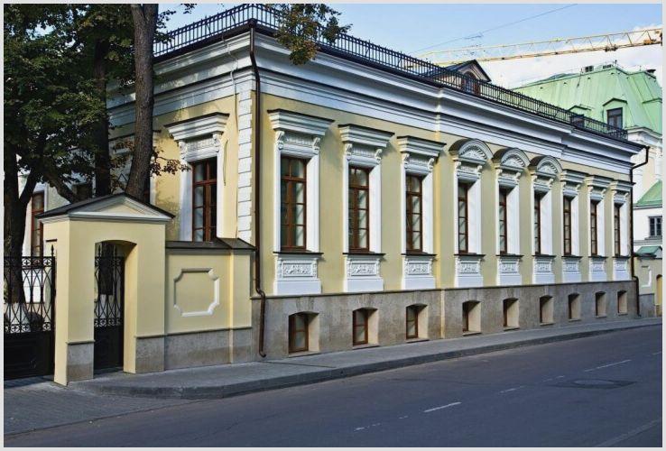 Лепнина на фасады домов, облегчённый вариант тяжёлого декора