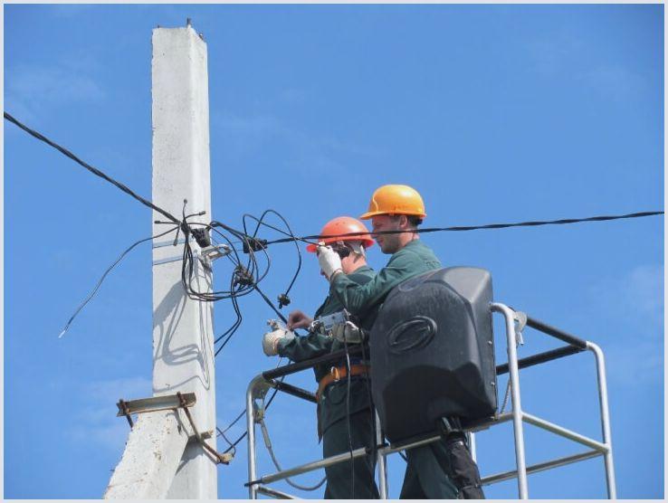 Удобно подвести силовой кабель и протянуть вдоль фасада поможет фасадное крепление sf 50